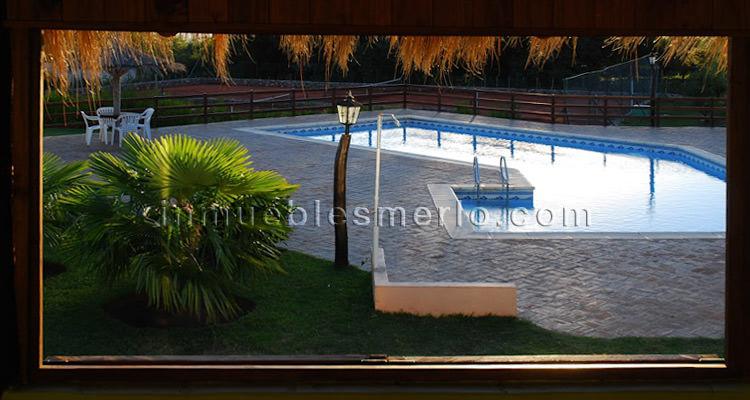 Vista desde el quincho a la piscina